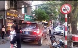 Hà Nội: Xác minh xe biển xanh đi vào đường cấm gây bức xúc người dân