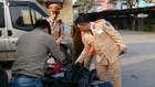 Cảnh sát giao thông phát hiện 114 chai rượu Royal Salute và Chivas không rõ nguồn gốc