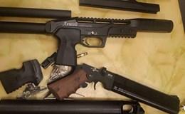 Bắt giữ vụ vận chuyển súng hơi trái phép tại sân bay quốc tế Nội Bài