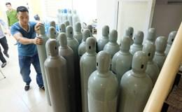Hà Nội: Thu giữ 40 bình khí cười tập kết trên phố cổ