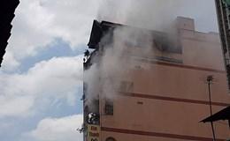 Cháy nhà 6 tầng, sát chợ hóa chất Kim Biên