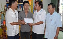 Quỹ Tấm lòng vàng Lao Động: Trao tiền hỗ trợ gia đình nạn nhân bị hỏa hoạn tại Cà Mau