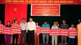 Ban Chỉ đạo Tây Nam Bộ và Hội Hỗ trợ người nghèo Tây Nam Bộ: Trao tặng 30 căn nhà tình thương cho hộ nghèo ở Bến Tre