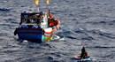 Tàu hỏng máy, 8 ngư dân trôi dạt trên biển