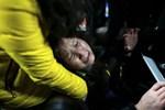 Thảm họa 36 người chết do giẫm đạp nhặt tiền giả khi đi đón năm mới