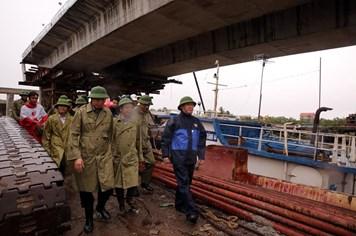 Phó Thủ tướng yêu cầu đảm bảo an toàn cho công nhân lao động trong bão
