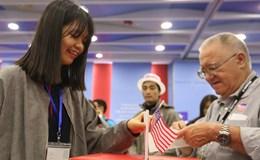 Bầu cử Mỹ: Giới trẻ Hà Nội sốt sắng theo dõi kết quả bầu tổng thống Mỹ