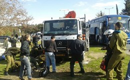 Xe tải lao vào đám đông ở Israel