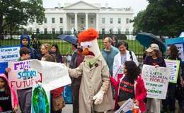 Giới khoa học đồng loạt biểu tình phản đối Tổng thống Trump