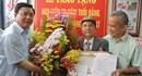Trao Huy hiệu 70 năm tuổi Đảng cho cụ Đặng Văn Hạt