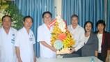 Thăm, chúc sức khỏe tập thể y bác sĩ Bệnh viện Ung bướu TPHCM