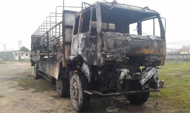 Xe tải cháy rụi khi đang lưu thông trên QL1A