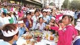 Ở lại Sài Gòn ăn Tết  cũng vui mà em!