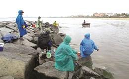 Độc đáo thú chơi câu cá  không sử dụng cần câu tại Đà Nẵng