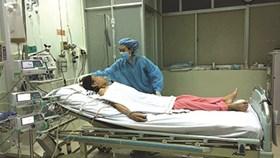 Khi bác sĩ mổ cho bệnh nhân bị nhiễm HIV