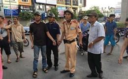 """CSGT phối hợp người dân bắt 2 """"cẩu tặc"""" ở Hà Nội"""
