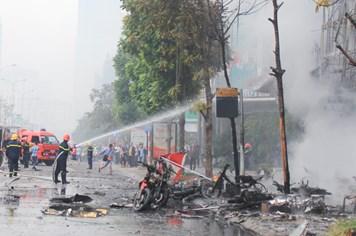 Chùm ảnh: Nỗ lực chữa cháy tại vụ hỏa hoạn kinh hoàng trên đường Trần Thái Tông