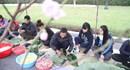 Giới trẻ Hà thành gói bánh chưng chia sẻ hơi ấm Tết với vùng cao