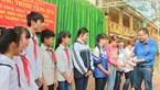 Vượt 300km trao tặng tủ sách cho học trò vùng đặc biệt khó khăn