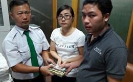 Hai tài xế taxi trả lại hơn 100 triệu đồng cho khách để quên