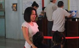 Hành khách bật khóc giữa ga Sài Gòn vị trễ tàu