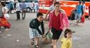 Người dân lỉnh kỉnh đồ đạc trở lại TPHCM sau Tết