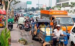 Giao thông ùn ứ ngày đầu rào đường xây cầu vượt ở sân bay Tân Sơn Nhất