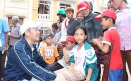 Công nhân về rốn lũ giúp dân