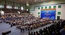 Thủ tướng bắt tay, thăm hỏi từng công nhân lao động ở Đồng Nai
