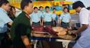 Cán bộ chiến sĩ đảo Song Tử Tây hiến máu cứu ngư dân gặp nạn