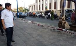 Quận 1 tháo dỡ nhiều chốt an ninh, hàng rào xích trước chi nhánh ngân hàng