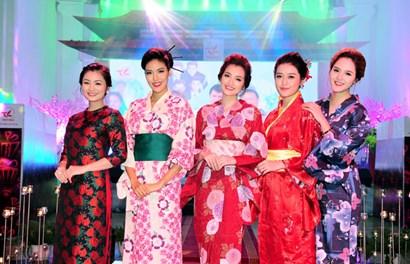 Dàn người đẹp hội tụ trong Lễ hội hoa anh đào