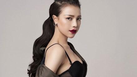 Trà Ngọc Hằng giấu vẻ sexy trong phong cách menswear cực chất
