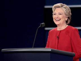 Nếu Donald Trump thắng cử, chỉ bởi vì Hillary Clinton là phụ nữ?