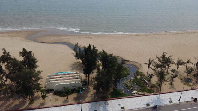 Sầm Sơn thất thu vì nước thải  chảy tràn ra biển
