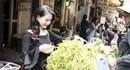 Hoa hậu Quý bà Sương Đặng hào hứng đi chợ mua... mắm tép