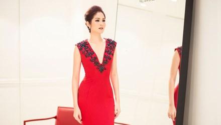 Hoa hậu Hoàn vũ Thái Lan 2007 tỏa sáng khi đến Việt Nam