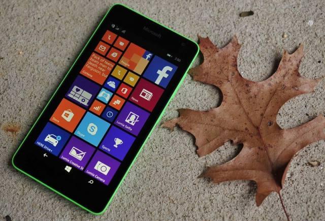 Cận cảnh smartphone Lumia 430 giá rẻ giật mình của Microsoft - H1
