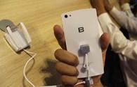 Cận cảnh BPhone phiên bản màu trắng của BKAV