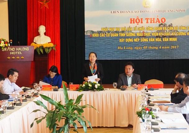 Phó Chủ tịch Tổng LĐLĐVN Nguyễn Thị Thu Hồng phát biểu đánh giá các ý kiến trong hội thảo. Ảnh: T.N.D