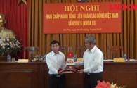 Video: Ngư dân tặng cát Hoàng Sa cho Tổng Liên đoàn lao động Việt Nam