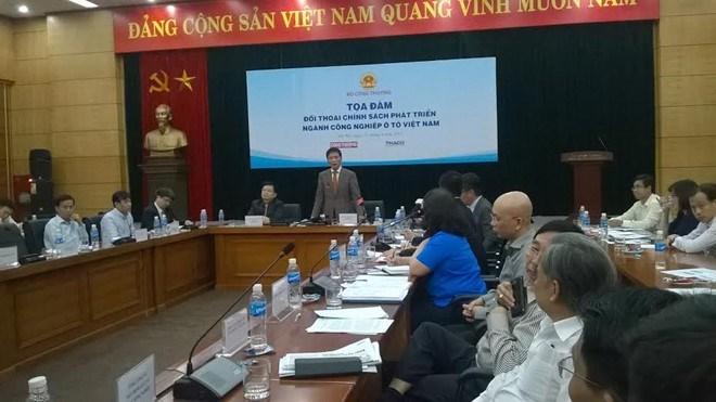 """Đối thoại chính sách phát triển ngành ô tô Việt Nam: """"Ô tô Việt Nam ra đời muộn…"""""""
