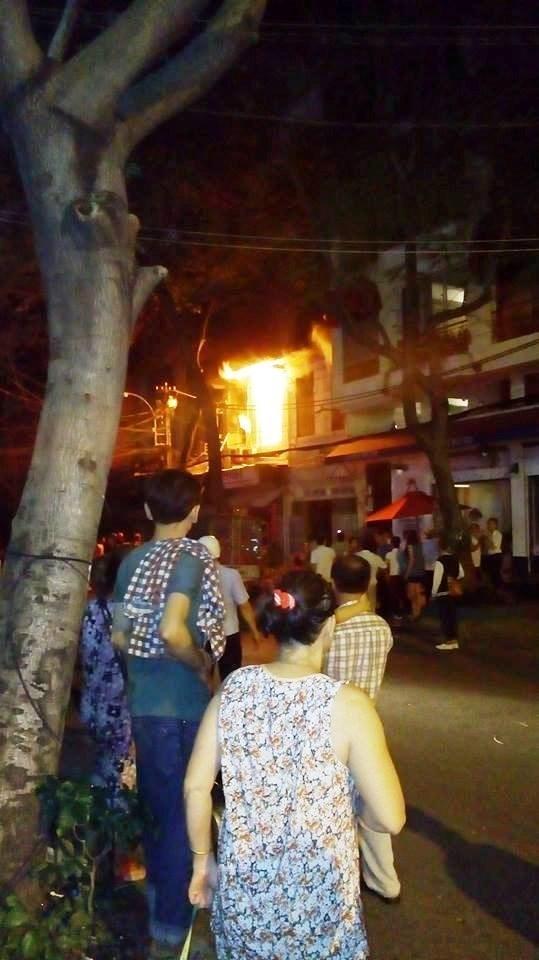 Vụ cháy nhà làm bé 2 tuổi tử vong: Người cha bị bỏng và sốc nặng