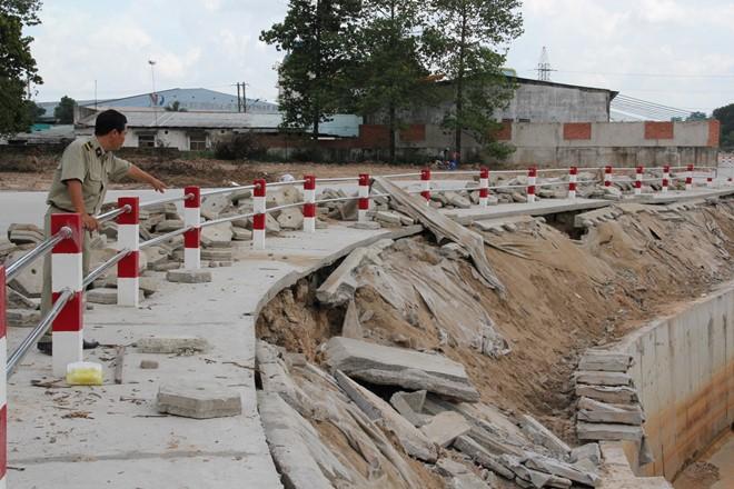 Sau cơn mưa, công trình 345 tỷ bị nứt toác, lún sụt