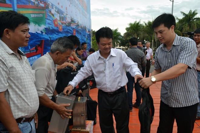 Công đoàn Y tế Việt Nam: Tặng 200 tủ thuốc cho ngư dân Bình Định