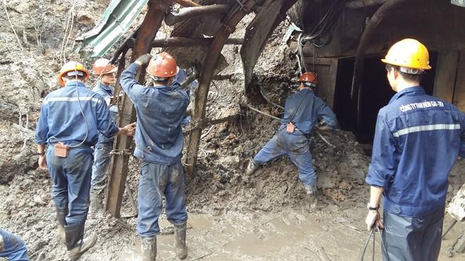 Mưa lũ tấn công ngành than, ngành điện kêu cứu
