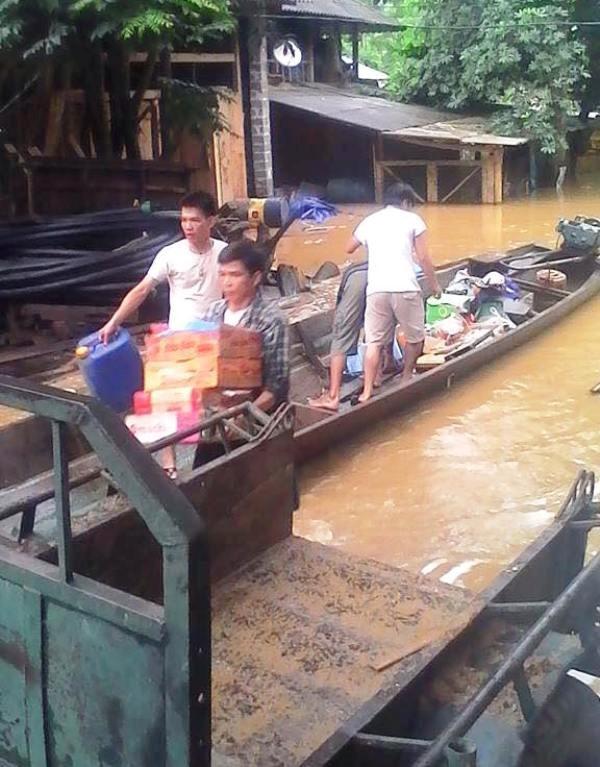 Thanh Hóa: 80 hộ dân bị nước lũ cô lập