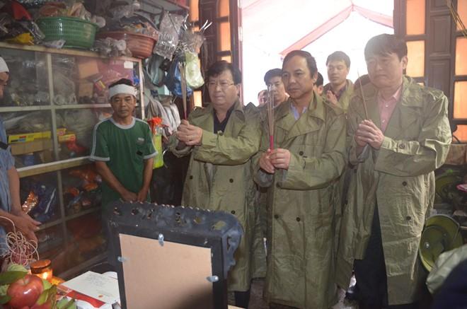 Bộ trưởng Trịnh Đình Dũng thị sát tình hình mưa lũ tại Quảng Ninh