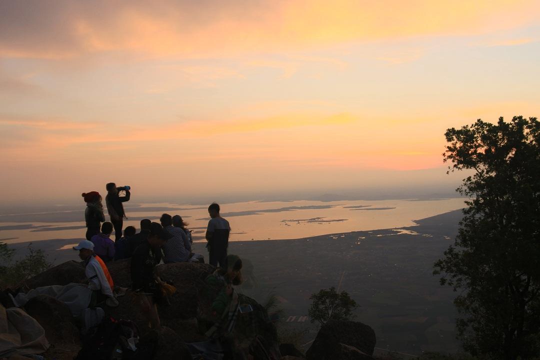 Mãn nhãn cảnh sắc bình minh trên núi Bà Đen - Ảnh minh hoạ 11