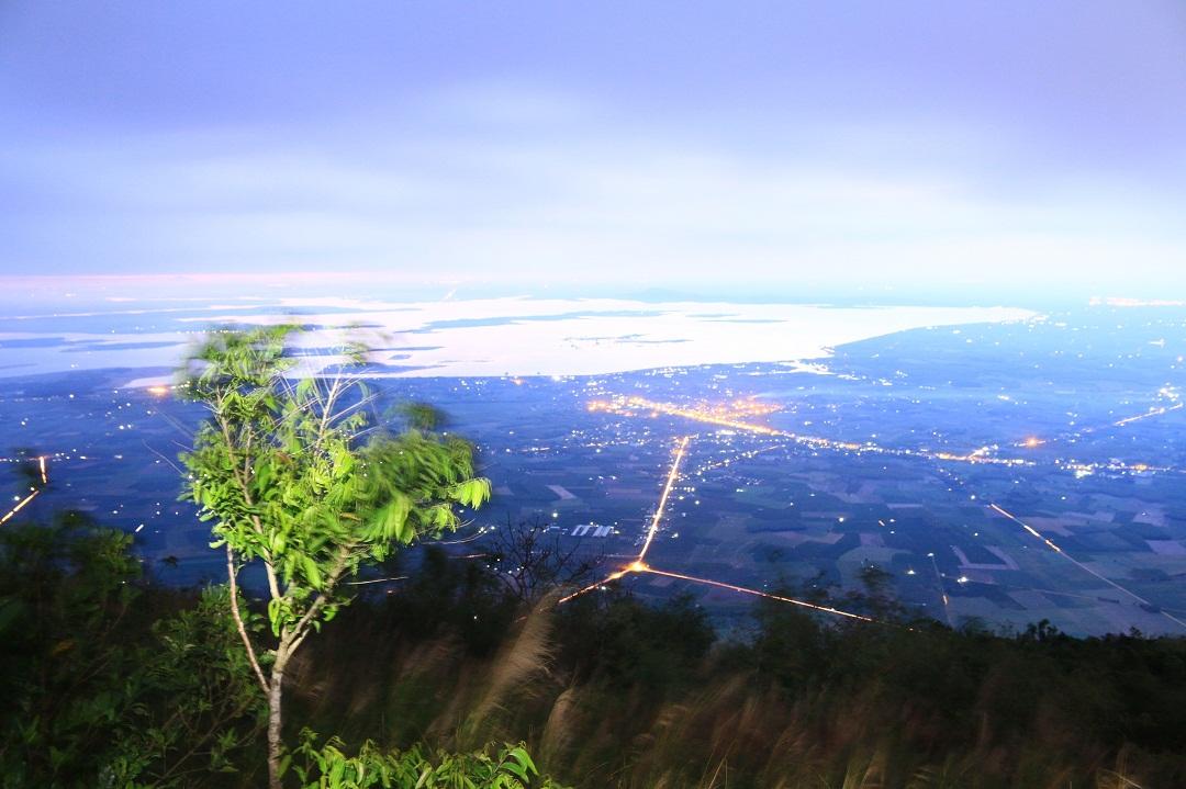 Mãn nhãn cảnh sắc bình minh trên núi Bà Đen - Ảnh minh hoạ 3